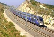 Der TGV verkehrt mit bis zu 320 Stundenkilometern. (Bild: KEY)