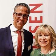 Urs Röthlisberger, Vorsitzender Bankleitung, mit VR-Präsidentin Suzanne Thür Brechbühl. (Bild: PD)
