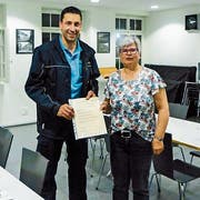 Marco Zampieri (Feuerwehr Steckborn) und Ruth Egger als letzte Vizepräsidentin des Samaritervereins Steckborn-Berlingen. (Bild: Salome Preiswerk Guhl)