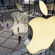 Das Apple-Logo im Store des Technologiegiganten in der chinesischen Hauptstadt Peking. (Bild: Kevin Frayer/Getty, 7. Januar 2019)