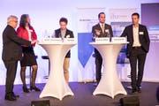 Die Podiumsteilnehmer im Casino Luzern (von links): Peter Föhn, Yvette Estermann, Moderator Kari Kälin, Damian Müller und Felix Howald. (Bild: Manuela Jans-Koch, 8. November 2018)