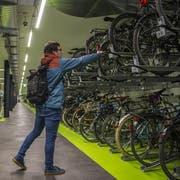 Teuer, aber platzsparend: die unterirdische Velostation Europaplatz beim Hauptbahnhof Zürich. (Bild: Dominik Wunderli (Zürich, 21. November 2018))