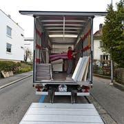 Ein Umzug ist nicht nur mit logistischem, sondern auch mit administrativem Aufwand verbunden. (Bild: Gaetan Bally, Zürich, 30. März 2012)