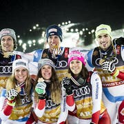 Gold medals, Sandro Simonet, Andrea Ellenberger, Aline Danioth, Ramon Zenhaeusern, Wendy Holdener and Daniel Yule of Switzerland, from left to right, celebrate during the medals ceremony after the Alpine Team Event at the 2019 FIS Alpine Skiing World Championships in Are, Sweden Tuesday, February 12, 2019. (KEYSTONE/Jean-Christophe Bott)