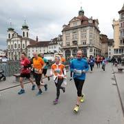 Gab den Startschuss zum Solidaritätslauf: Stadträtin Franziska Staub. (Bild: Nadia Schärli, Luzern, 4. Mai 2019)