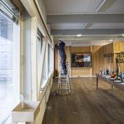 Das Eichwäldli wird von Zimmerleuten notfallmässig stabilisiert. (Bild: Manuela Jans-Koch (Luzern, 9. Januar 2019))