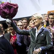 Andrea Gmür freut sich über ihre Nomination als Ständeratskandidatin der Luzerner CVP. Links von ihr Regierungsrat Reto Wyss. (Bild: Boris Bürgisser, Sursee, 29. Januar 2019)