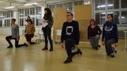 Einmal pro Woche treffen sich Musical-Begeisterte aus der ganzen Ostschweiz in einer Halle der Flawa, um das Stück «9 to 5» zu proben. (Bild: Tobias Söldi)