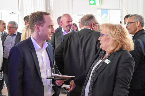 Silvan Räss, UBS Switzerland AG, mit Heike Heckelmann, KMU-HSG. (Bild: Urs M. Hemm)