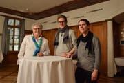 Lina Baumann (Alte Garde), Beat Breitenmoser (Echo vom Züche und Stosse) und Yvonne Brunner (Handharmonika-Club) (v.l). (Bild: Tobias Söldi)