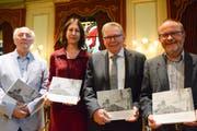 Das Autorenteam der Festschrift, bestehend aus Angelus Hux, Andrea Hofmann Kolb sowie Thomas Pallmann und unter der Leitung von Stadtarchivar Stephan Heuscher. (Bild: Mathias Frei)