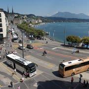 Blick auf den Luzerner Schwanenplatz, der carfrei werden soll. (Bild: Dominik Wunderli, 18. August 2017)