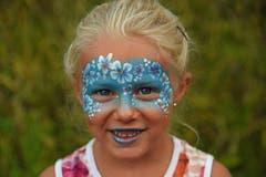 """""""Gabrielas Kinderschminken"""" war sehr beliebt - die siebenjährige Liya war von ennet dem Brünig nach Lungern gekommen."""