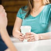 Chatten auf Dating-Apps macht müde: Der Wunsch nach echten Begegnungen wird wieder grösser.