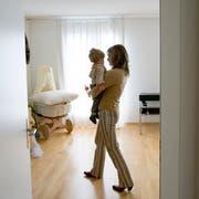 In vielen gemeinnützigen Wohnungen gelten Belegungsvorschriften und Familien mit Kindern werden bevorzugt. (Bild: Gaetan Bally/Keystone)