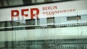 Logo des künftigen Flugplatzes Berlin Brandenburg BER. (Bild: Sean Gallup/Getty)
