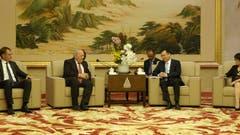 Bundesrat Johann Schneider-Ammann trifft den Vize-Bürgermeister von Schanghai Zhou Bo. (Bild: Erwin Lüthi (Schanghai, 7. September 2018))