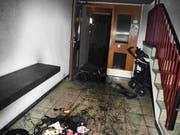 Zwei Kinderwagen fingen im Treppenhaus Feuer. (Bild: Kapo SG)
