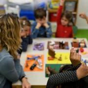 Die Bundesverfassung schreibt vor, dass die Volksschule gratis ist. Eine Thurgauer Initiative will den Artikel ändern. (Bild: Christian Beutler/KEY)