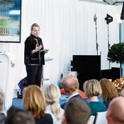 Im neuen Hauptsitz von Biogen unterstreicht Johanna Friedl-Naderer, Leiterin Europa, Kanada und internationale Partnermärkte, das Bekenntnis zum Standort Schweiz. (Bild: Stefan Kaiser, Baar, 23. Mai 2019)