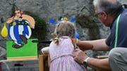 Selbst die Kleinsten konnten sich bei der Amriswiler Bundesfeier an der Armbrust versuchen. Die Attraktion kam bei den Besuchern gut an. (Bild: Manuel Nagel)