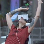 Jeder Kinogänger bekommt eine eigene VR-Brille und Kopfhörer. (Bild: PD)