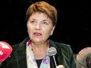 Viola Amherd präsentiert sich in Brig vor den Medien als Nachfolgekandidatin für Bundesrätin Doris Leuthard und als Brückenbauerin. (Bild: Keystone/JEAN-CHRISTOPHE BOTT)