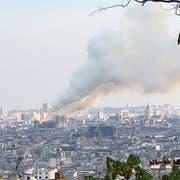 Die Rauchsäulen waren von Montmartre aus zu sehen. (Bild: Erich Gmünder)