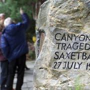 Gedenkstein für die 21 Opfer des Canyoning-Tragödie. (Keystone)