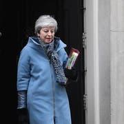 Theresa May am Mittwoch auf dem Weg zum Parlament. (Bild: EPA/FACUNDO ARRIZABALAGA)