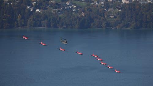 Die 35-minütige Flugschau über dem Seebecken wusste zu begeistern. (Bild: Peter Vonwil, Luzern, 13. Oktober 2018)