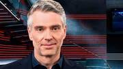 Der neue Arena-Moderator Sandro Brotz kommt bei der SVP nicht gut an. (Bild: ZVG)