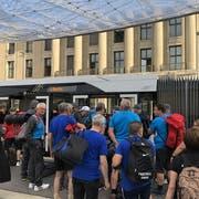 Sie hatten wohl den längsten Anreiseweg: Die selbsternannten «Chaos-Camper» kommen aus Höchst im österreichischen Vorarlberg. Am Turnfest wagen sie sich an den Barren.