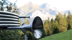Dieses Treibjagdhorn ist nur eines von aktuell 26 Instrumenten, das sich bei einer Wanderung auf dem Klangweg spielen lässt. (Bild: Dolores Rupa)