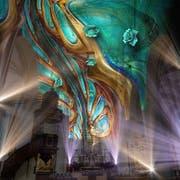 Erster Eindruck der Lichtshow «Genesis», die während des Lichtfestivals in der Hofkirche gezeigt wird. (Visualisierung: Projektil)