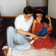 Die Familie Tanner in den 1980ern, noch arglos und glücklich mit ihrer Adoptivtochter aus Sri Lanka. (Bild: PD)