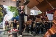 Dirigent Ernst Hüberli mit Carlo Brunners Superländlerkapelle und dem Toggenburger Orchester. (Bild: Dominik Wunderli, Weggis, 10. Juni 2018)