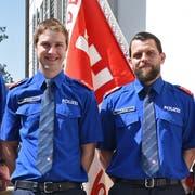 Die neu aufgenommenen Polizisten: Adrian Durrer (links) und Thomas Michel. Bild: PD (Sarnen, 30. Mai 2018)