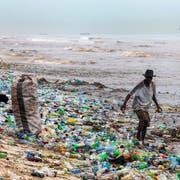 Vor allem in China wandert der ganze Plastikabfall ins Meer – und in den Mägen der Seevögel. (Bild: Getty)