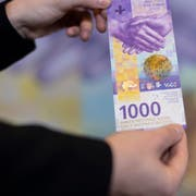 Fritz Zurbrügg, Vizepräsident des Direktoriums, präsentiert das Erscheinungsbild der neuen 1000-Note am Dienstag, 5. Maerz 2019 in Zürich. Die neue Banknote wird ab dem 13. Maerz in Umlauf genommen. (KEYSTONE/Ennio Leanza)