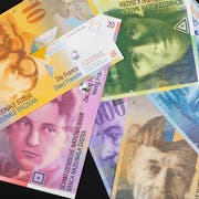A thousand, a two hundred, a hundred, a fifty, a twenty and a ten Swiss franc bill from the eighth banknote series, pictured in Zurich, Switzerland, on August 28, 2018. (KEYSTONE/Gaetan Bally)Eine tausend, zweihundert, hundert, fuenfzig, zwanzig und zehn Franken Banknote der achten Banknotenserie, aufgenommen am 28. August 2018 in Zuerich. (KEYSTONE/Gaetan Bally)