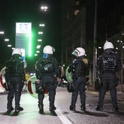 FCSG-Chaoten griffen nach dem Spiel in Zürich Einsatzkräfte an. (Symbolbild: Keystone)