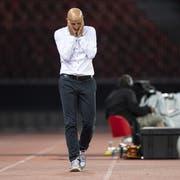 Enttäuschung pur bei St.Gallen-Trainer Peter Zeidler: Sein Team rutscht in der Tabelle weiter ab. (Bild: Keystone)