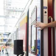 Nach einem tödlichen Unfall muss die SBB gewährleisten, dass die Zugtüren richtig funktionieren. (Bild: Keystone)