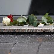Eigentlich wäre Adventszeit. Doch in dieser Strasse starben Menschen. Keiner hat mehr Lust auf Flanieren. (Bild: Keystone/Roland Wittek)
