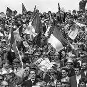 Fussballfans im Jahr 1969: St.Galler Anhänger im Berner Wankdorf. (Bild: Keystone)