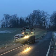 Ballwil – 21. JanuarEin Jauchanhänger ist umgekippt. Verletzt wurde niemand. (Bild: Luzerner Polizei)