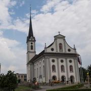 Der Turm der katholischen Pfarrkirche St. Jakobus in Rain. (Bild: Boris Bürgisser, 8.Juni 2018)