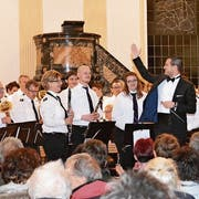 Applaus für Dirigent Benjamin Zwick und die Musikanten. (Bild: Judith Schuck)