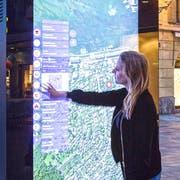 Ein digitaler Stadtplan am Schwanenplatz. (Bild: Clear Channel)